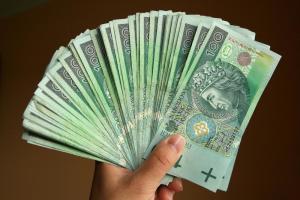 5037683-pieniadze-banknoty-zloty-100-900-600